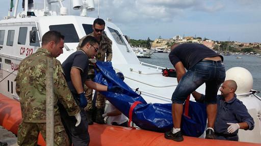 در حادثه ای جدید بیش از پنجاه پناهجو کشته ودهها نفر دیگر در آبهای نزدیک ایتالیا مفقود شدند