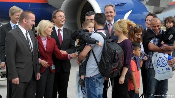 مسئولان ألمانی در استقبال از پناهندگان سوری