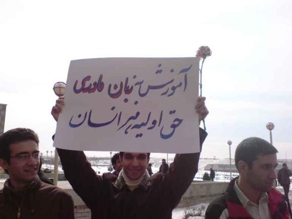 حسن روحانی در مجلس: تدریس زبان مادری از اول دبستان تا پایان دبیرستان
