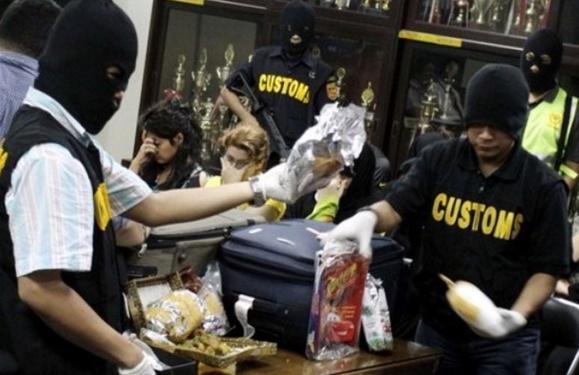 کشف  وضیط محموله مواد مخدر توسط مسافران زن ایرانی