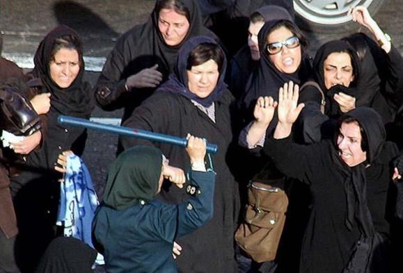 امام جمعه قم :   شاغل بودن زنان در همه عرصهها رهاورد فرهنگ غربی است