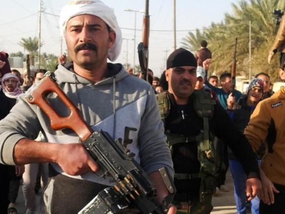 مبارزان مسلح عشایر أهل سنت در کنار نیروهای نظامی حکومتی در استان الانبار