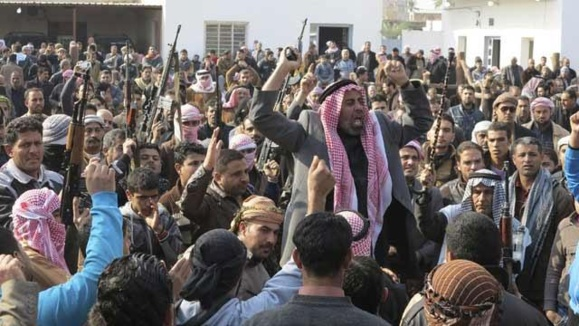 عشاير اهل سنت استان الانبار كه بر عليه داعش وارد ميدان شدند