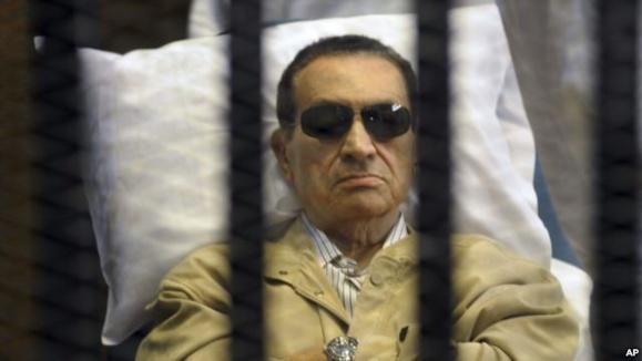 تجدید محاکمه حسنی مبارک ناگهان متوقف شد