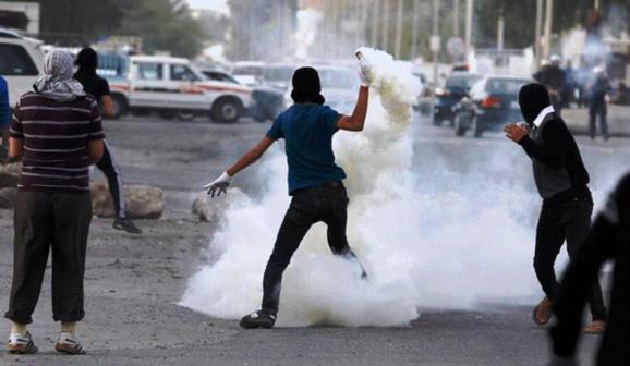 چهار مامور پلیس بحرینی توسط معترضان این کشور کشته ومجروح شدند