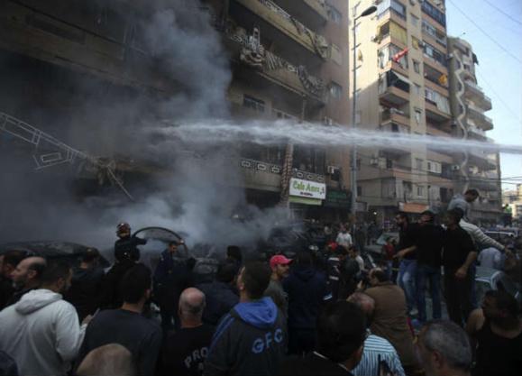 دو انفجار انتحاری وهمزمان سفارت کویت ورایزنی فرهنگی ایران را در بیروت به لرزه در آوردند