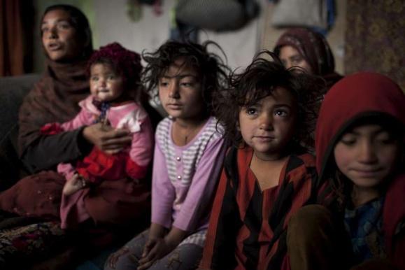 """کودکان افغان و شرایط دشوار آموزشی در مدارس """"غیرقانونی"""" ایران"""