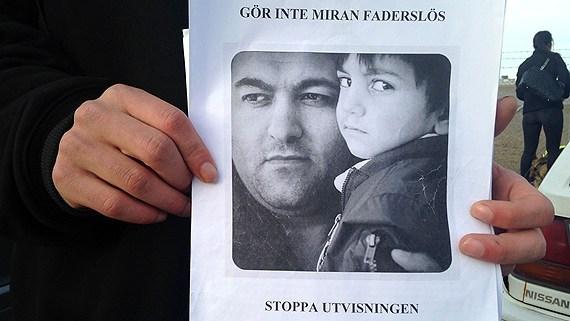 مسافران هواپیما در سوئد، جلوی اخراج یک پناهجوی کورد ایرانی را گرفتند
