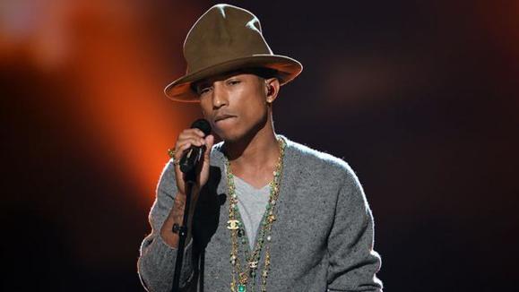 هدیه بسیار جالب ودیدنی کارکنان بی بی سی به خواننده رپ امریکایی