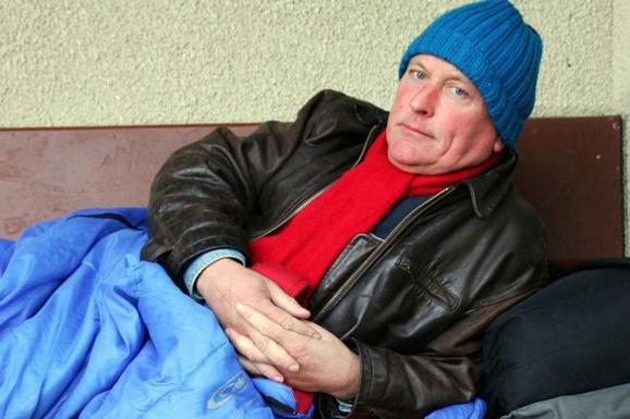 مشهورترین مجری تلویزیون BBC عاقبت بی سرپناه و کارتن خواب شد+عکس