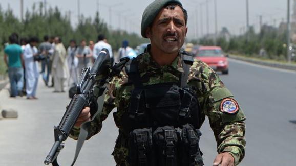 در پی حملات طالبان 4 تن از افراد پلیس افغانستان کشته و10 نفر دیگر به اسارت گرفته شد