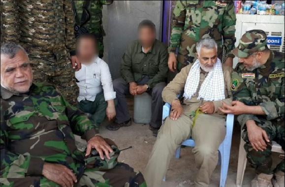 قاسم سلیمانی و هادی العامري وزیر حمل ونقل کابینه پیشین عراق در تصویر دیده می شوند