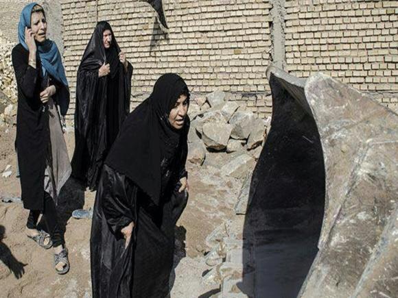 شهروندان عربی که برای جلوگیری از تخریب منازل مسکونی خود در برابر بیلهای نژاد پرستی شجاعانه ایستاده اند