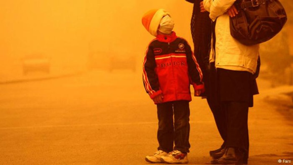 باران اسیدی صدها تن از شهروندان اهوازی را راهی بیمارستان کرد