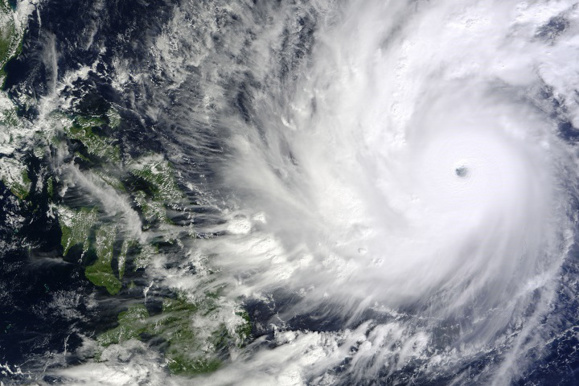 گردباد هاگوپیت به پایتخت فیلیپین رسید