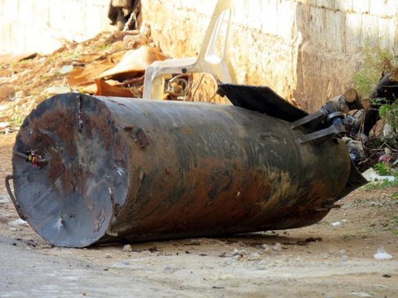 بمبهای بشکهای ارتش سوریه جان دهها غیرنظامی را در شرق دمشق گرفت