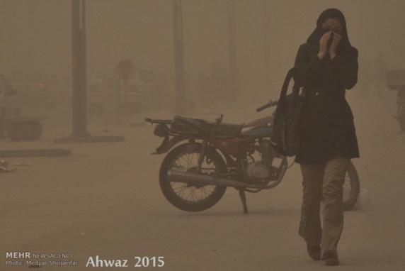 افزایش گرد و غبار در ایران مدارس سه استان را به تعطیلی کشاند