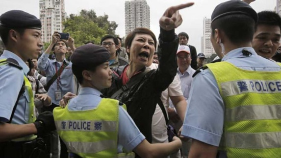 تظاهرات هنگ کنگی ها علیه حضور مشتریان چینی