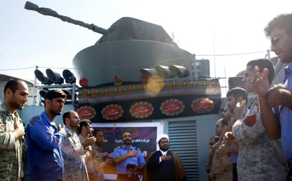 همزمان با عقب نشینی کشتی های ایرانی از خلیج عدن جنگنده های سعودی از ورود هواپیمای ایرانی به آسمان یمن جلوگیری کردند