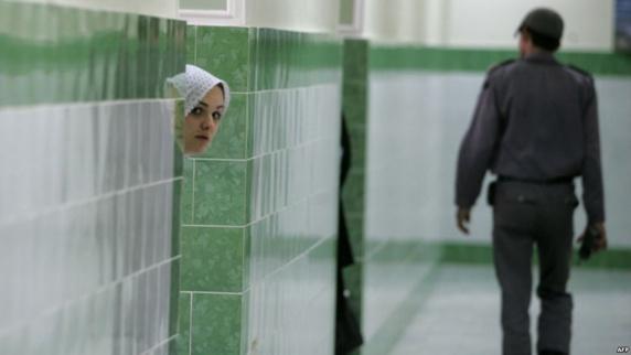 معاون روحانی: ۲۰۰ کودک همراه مادرانشان در زندان به سر میبرند