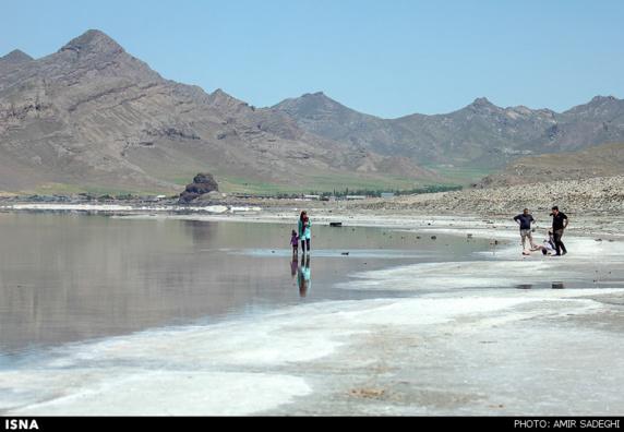 هشدار کارشناسان پس از نمونهبرداری از دریاچه ارومیه