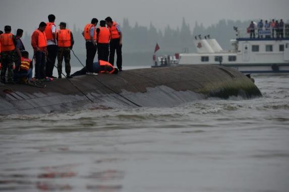 ادامه عملیات نجات سرنشینان کشتی غرق شده در یانگ تسه