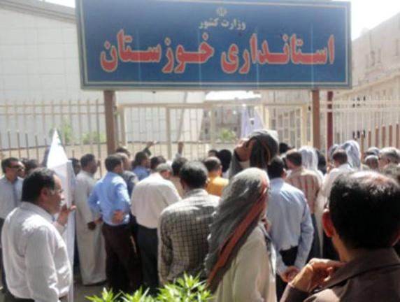 تجمع اعتراضی کشاورزان عرب مقابل استانداری خوزستان