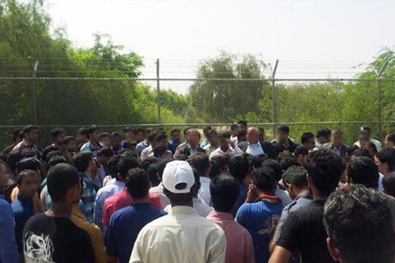 تجمع اعتراضی جوانان جویای کار عسلویه در منطقه ویژه پارس