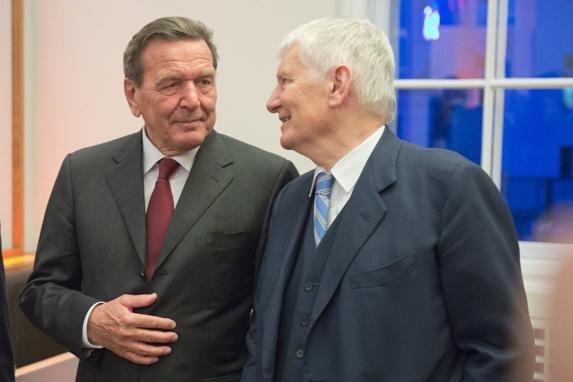 اشپیگل: قزاقستان به رهبران سابق اروپا حقوق می دهد