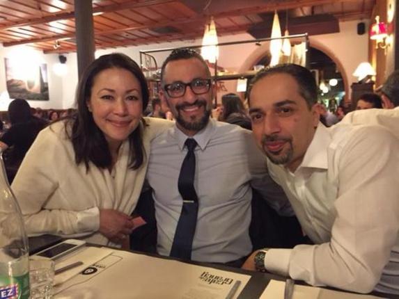 تریتا پارسی و دستیارش رضا مرعشی در کنار آن کوری خبرنگار آمریکائی که به کارزار رسانه ای رژیم کمک میکند