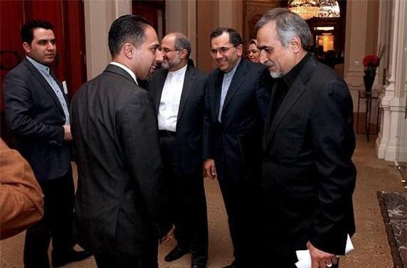 تریتا پارسی در کنار تیم هسته ای رژیم