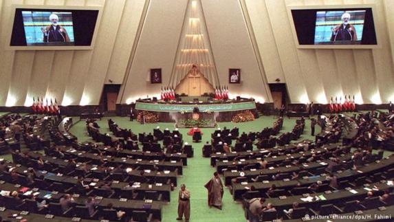 در پی انتصاب یک استاندار غیر بومی برای استان فارس،هیجده نماینده این استان در مجلس استعفا دادند