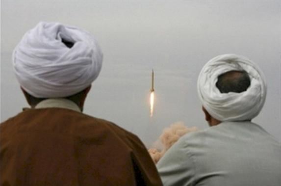 جمعی از طلاب و اساتید حوزه علمیه قم خواستار شلیک آزمایشی موشکهای بالستیک از ارتفاعات سایت «فردو» شدند