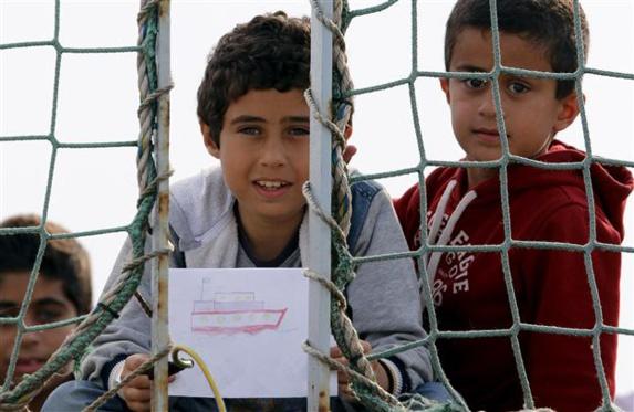 پناهجویان سوری با دوچرخه  ازمسیر قطب شمال خود را به اروپا میرسانند