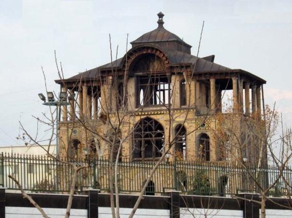 ادامه ساخت و ساز سپاه پاسداران در حريم عمارت كلاه فرنگی، در عشرت آباد