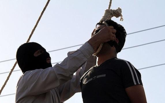 اعدام سه نفر به اتهام محاربه در ملاعام در کازرون
