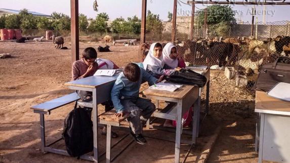 حکومت ایران و زبان عربی: نگاه امنیتی یا عدالت آموزشی