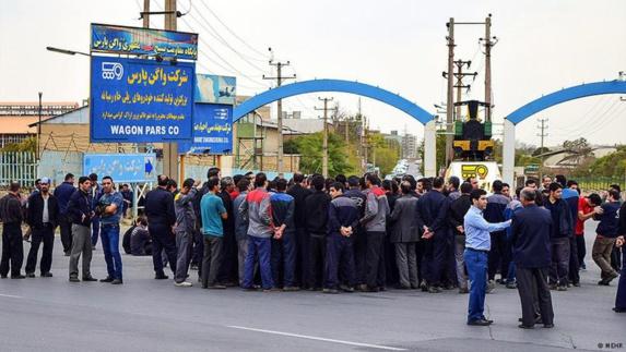 افزایش اعتصابهای کارگری در ایران بیانگر کاهش شدید درآمد سرانه ایرانیان است