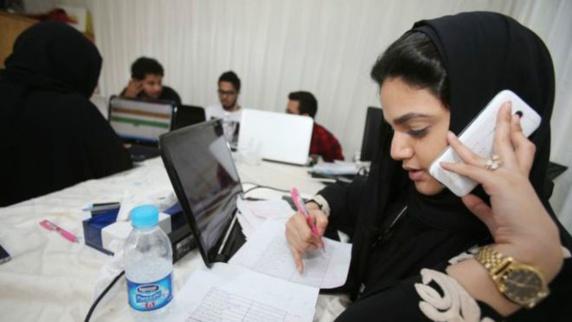 سومین انتخابات شورای شهر سعودی با حضور بی شمار زنان پای صندوق های رأی
