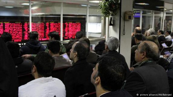 سقوط شاخص بورس تهران ادامه دارد
