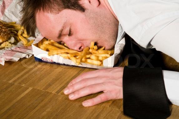 چرا بعد از خوردن غذا احساس خستگی داریم