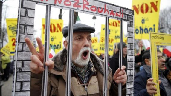 اعتراضهای گسترده به سفر روحانی به پاریس