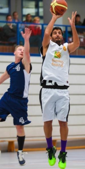 صادق نیسی ورزشکار عرب اهوازی بهترین بازیکن در هفته بسکتبال آلمان