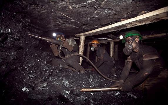 اخراج ۱۵۰ کارگر معدن جو در طبس