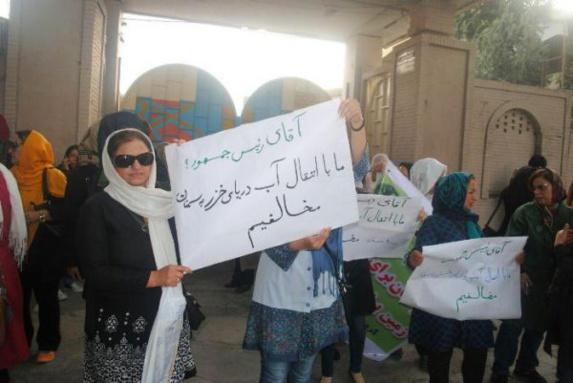 راهپیمایی در اعتراض به طرح انتقال آب خزر به سمنان