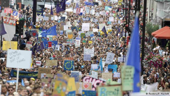 راهپیمایی دهها هزار بریتانیایی برای ماندن در اتحادیه اروپا