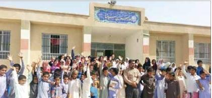 ماجرای ۱۲ سال افسردگی معلم  بومی سیستان و بلوچستان که هر روز با «نان و پنیر» به مدرسه میرود+تصاویر