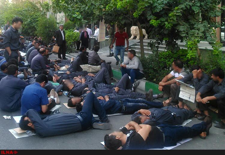 ادامه تجمع اعتراضی کارگران نیشکر هفتتپه خوزستان