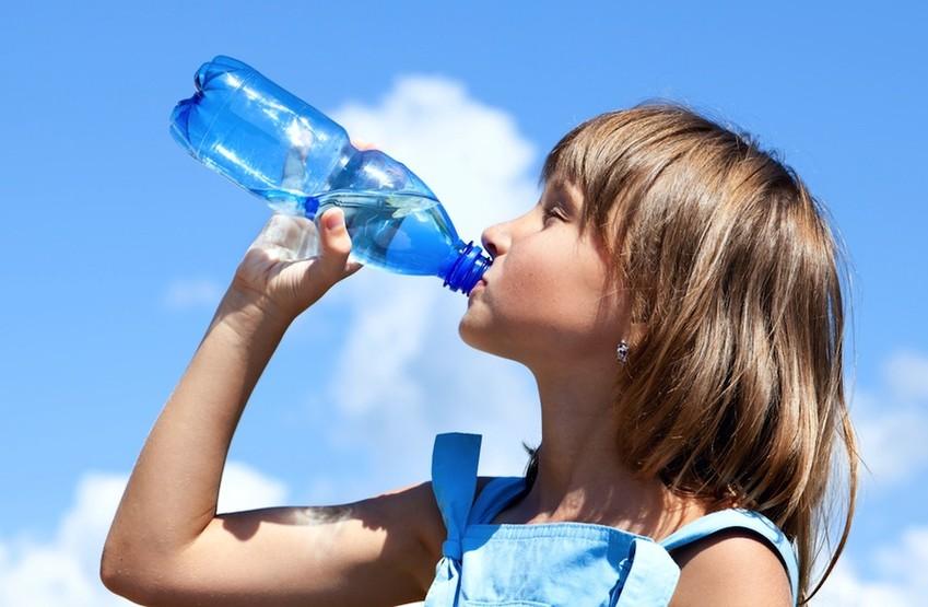 محققان می گویند؛ نوشیدن بیش از اندازه آب می تواند مرگبار باشد