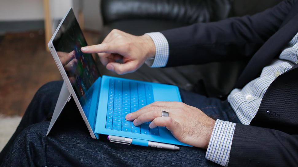 قرار دادن لپ تاپ بر روی پاها وعوارض خطرناک آن